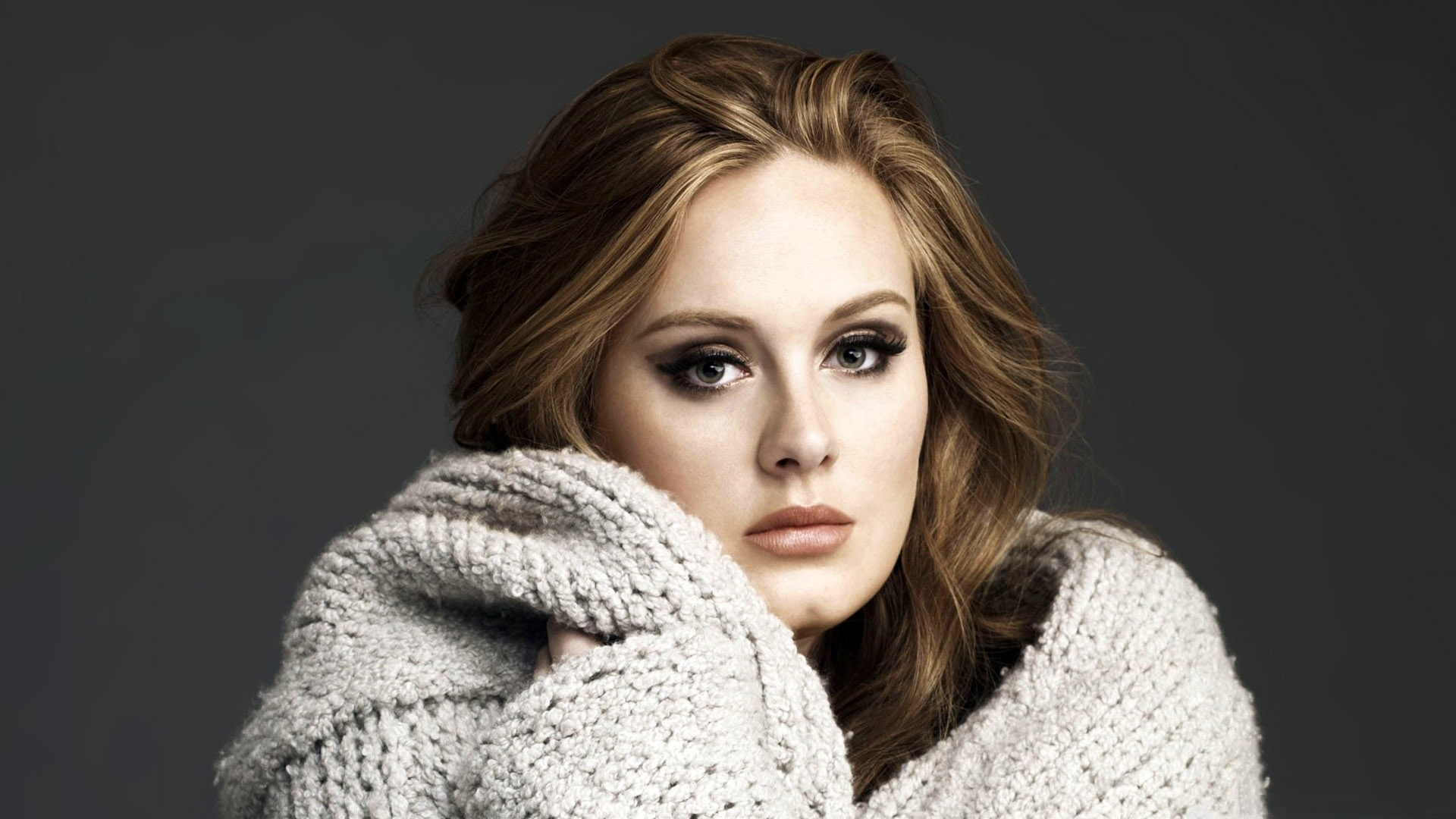 "Adele's Album ""25"" Makes UK Chart History with over 800,000 Sales"