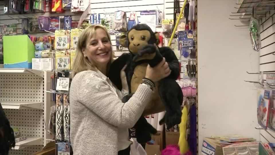 Woman Donates Entire Toy Store To Children In Homeless Shelters