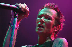 Scott Weiland, the former frontman for the Stone Temple Pilots and Velvet Revolver, has died. Friday, his tour bus left Bloomington, the city where he died.