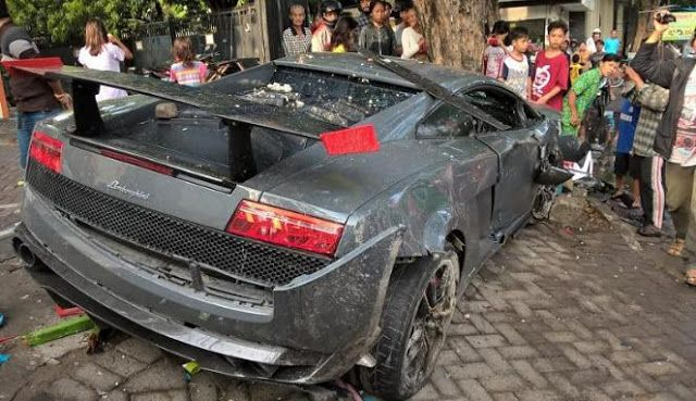 Indonesia driver texts from wrecked Lamborghini after killing pedestrian, totaling car in street race with Ferrari