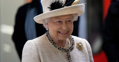 Queen arrives for 90th birthday celebrations