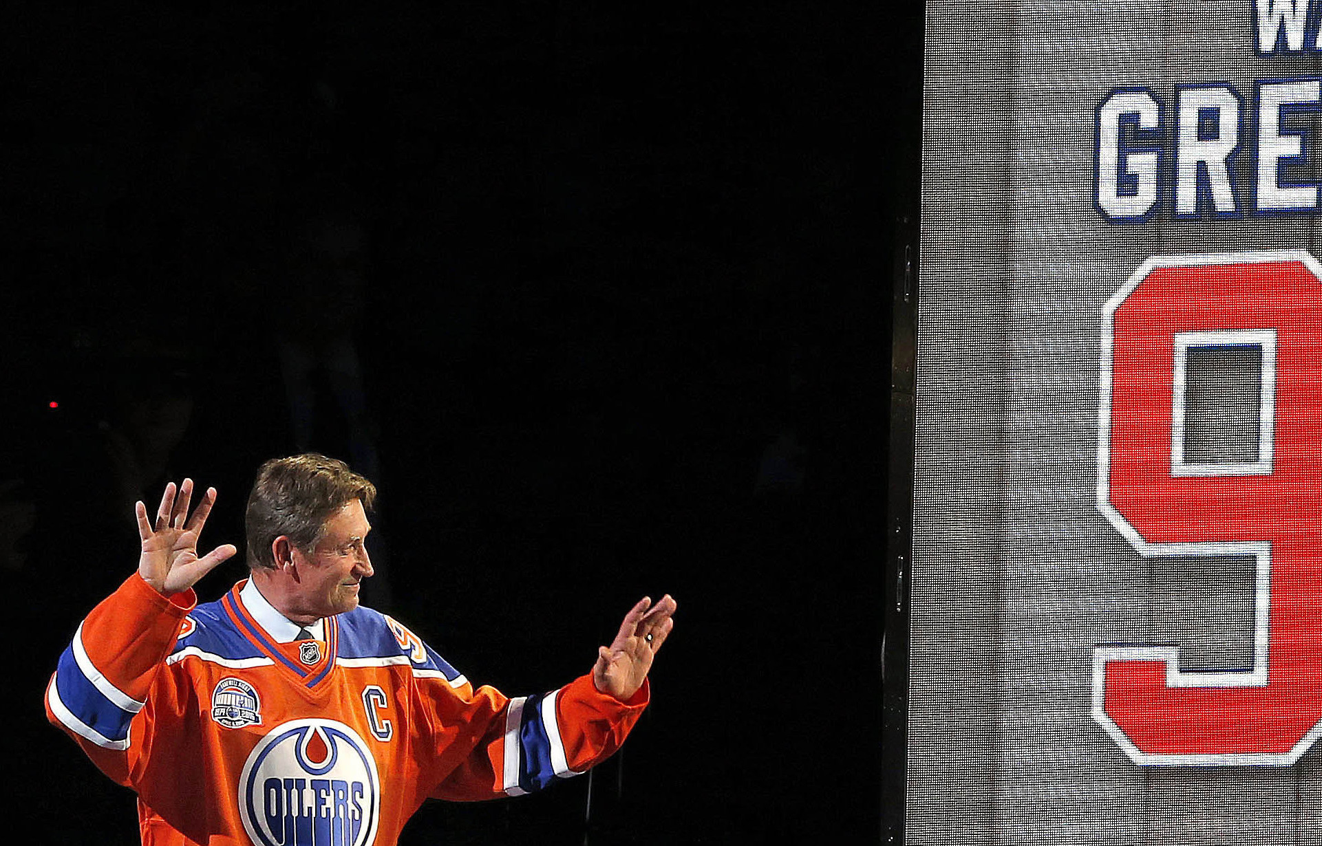 Wayne Gretzky, Oilers greats saluted at Rexall Place farewell