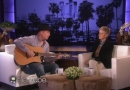 Garth Brooks' tearful during acoustic 'Mom' performance