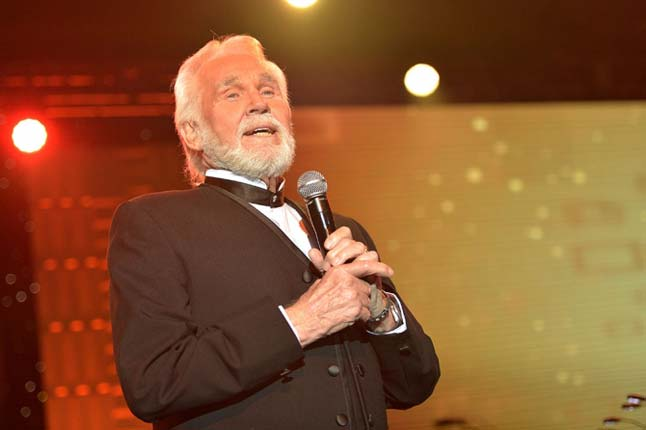 Kenny Rogers plays his final hand and he goes 'All in'