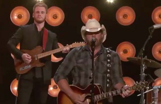 Toby Keith joins Merle Haggard's son and widow for the most heartwarming tribute