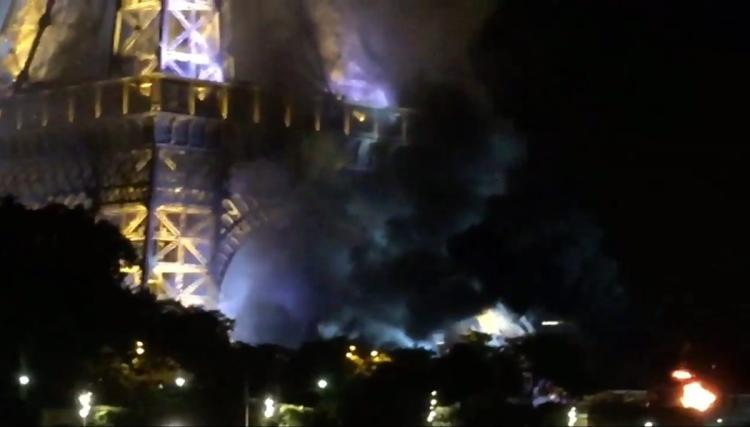 Fire near Eiffel Tower an accidental blaze quickly put out, not connected to Nice attack