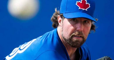 Dickey delivers much-needed lift for Blue Jays bullpen