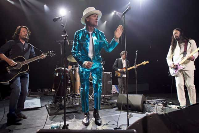 Canada says emotional farewell to The Tragically Hip