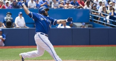 Blue Jays bring back catcher Dioner Navarro in trade with White Sox