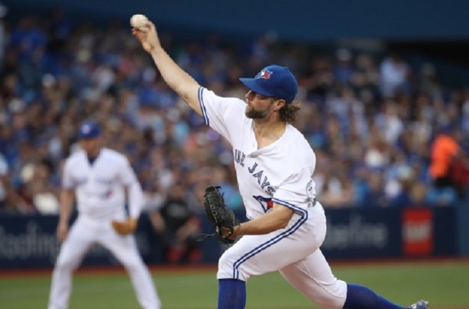 Dickey shines, Martin stays hot as Blue Jays extend Angels' road woes