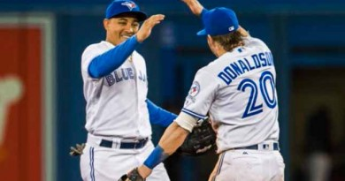 Blue Jays tighten grip on top AL Wild Card spot