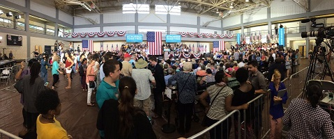 Only 300 people turn out to see Hillary?!!