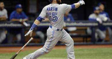 Russell Martin narrowly avoids ejection, then powers Blue Jays past Rays with late-inning heroics
