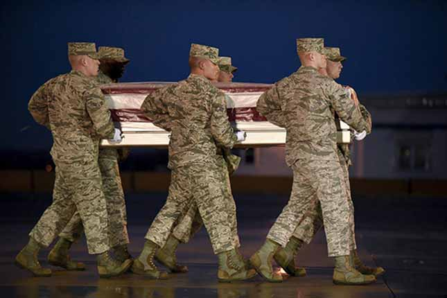 Family booed on plane while bringing home dead soldier