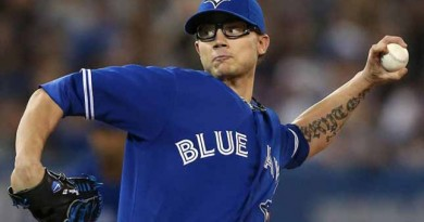 Brett Cecil sign's four-year deal with Cards
