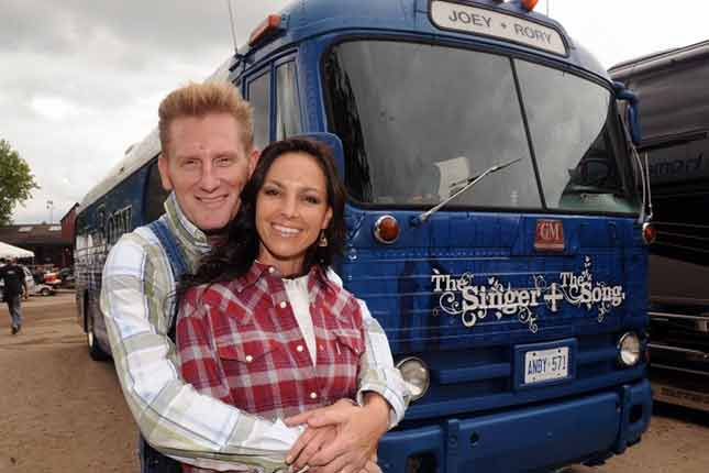Rory Feek fulfills promise to late wife